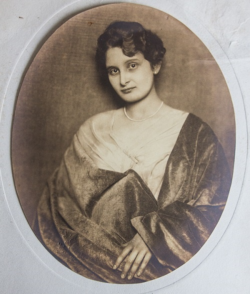 LA GRAND-MERE DE LUCA, ALEXANDRINA  NICULESCU. C*A.P.