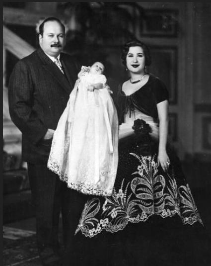 LE ROI FAROUK et LA REINE NARRIMAN PRESENTE LE PRINCE HERITIER FOUAD né LE 16 JANVIER 1952