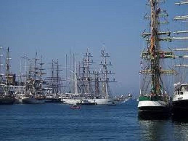 2006.   Tall Ship's Races.  Magique.  Féerique ce ballet irréel à Cherbourg.
