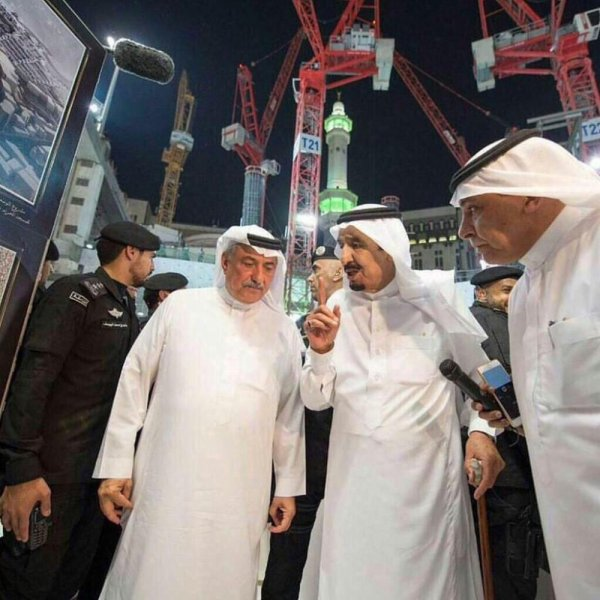 Mai 2015. LA MECQUE. Le Ministre Ibrahim A. AL-ASSAF écoute les recommandations du Roi