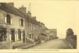 Siouville .   Le Village au fond de la Plage.