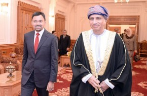 Son Altesse le Prince Fahad et le Prince Héritier de Bruneï. Son Altesse le Prince Fahad autrefois, sans souci >>>>>>>>>