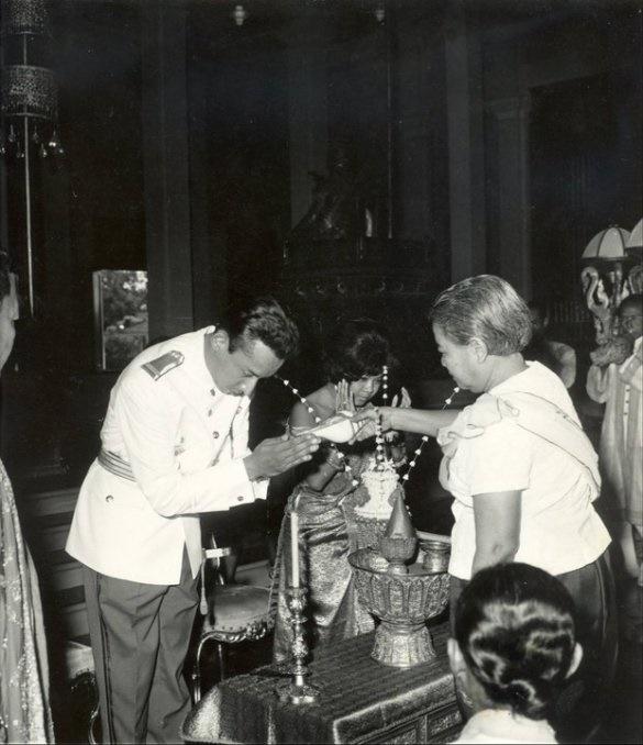 DIMANCHE 8 JANVIER 1967.  EN PRESENCE DE S.M LA REINE MERE KOSSAMAK , MARIAGE DE S.A.R. LE PRINCE  SISOWATH SAMYL MONIPONG et de S.A.R. LA PRINCESSE NORODOM DARAVADEY