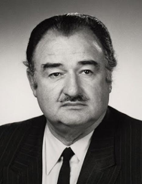 Alexandre de MARENCHES  7 Juin 1921 France + 2 Juin 1995 Monaco. Directeur du S.D.E.C.E.   du   6 Nov. 1970 au 12 Juin 1981