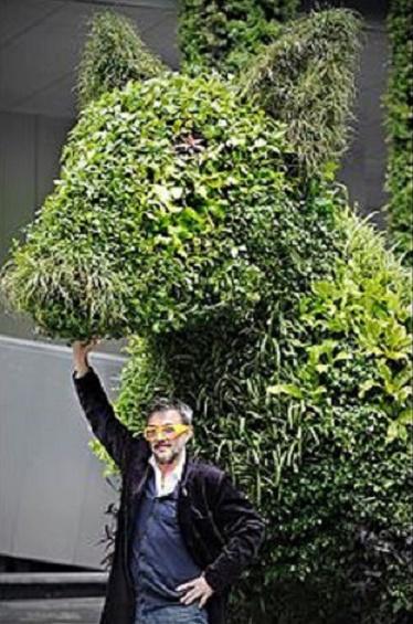 SHAHGHAI EXPO UNIVERSELLE 2010. Aurèle RICARD : LOST DOG CO2, en plantes dépolluantes. 4m50 H.
