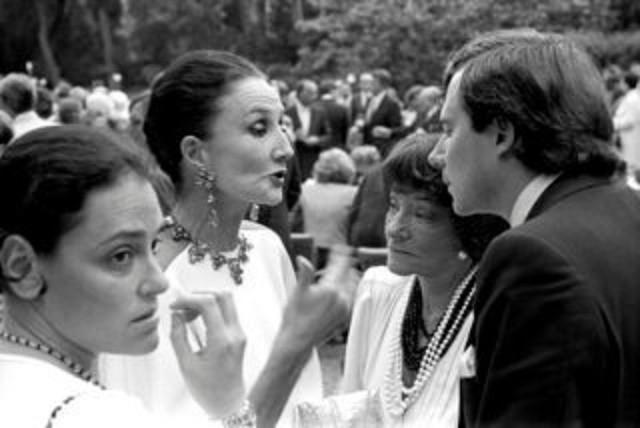 21 JUIN I984.TROIS  GENERATIONS DE FEMMES : ELISABETH DE RIBES AVEC SA MERE LA VICOMTESSE DE RIBES ET SA GRAND-MERE  LA COMTESSE JEAN DE BEAUMONT