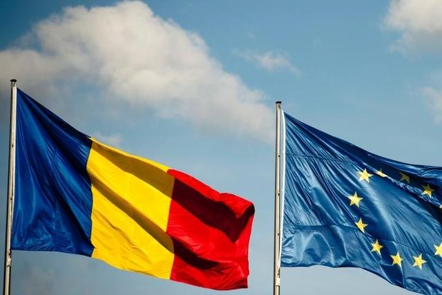 LA ROUMANIE A REJOINT L'EUROPE LE 1er JANVIER 2007, L'OTAN en 2004 TOUT EN GARDANT DES RELATIONS PRIVILEGIEES AVEC LES PAYS DE L'ANCIEN PACTE DE VARSOVIE et LA CHINE.  7è PAYS LE PLUS PEUPLE DE L'U.E, 9è PAR SA SUPERFICIE 238.391Km2. MONNAIE : LEU (RON)