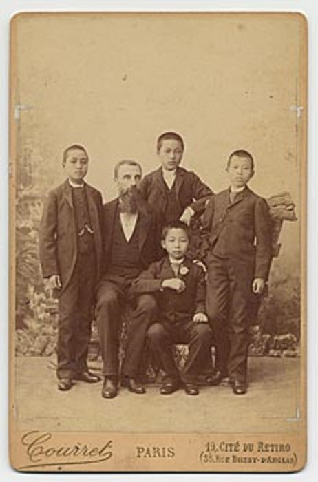 LE 7 JUILLET 1891 PAVIE S'EMBARQUE POUR LA FRANCE AVEC LEFEVRE-PONTALIS ET LES NEVEUX DE DEO VAN TRI AFIN QU'ILS FASSENT LEURS ETUDES à L'ECOLE COLONIALE. PLUS TARD SON FILS DEO VAN LONG FERA SES CLASSES AVEC RAOUL SALAN.