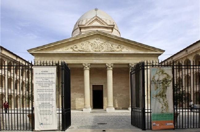 """LA VIEILLE CHARITE 2 RUE DE LA CHARITE 13002 MARSEILLE. CONSTRUITE PAR LA VILLE SUR LES PLANS DE PIERRE PUGET (1620+1694 Marseille) """"POUR ABRITER LES GUEUX"""", SUITE à L'EDIT ROYAL DE 1640 SUR """" L'ENFERMEMENT DES PAUVRES ET DES MENDIANTS """"."""