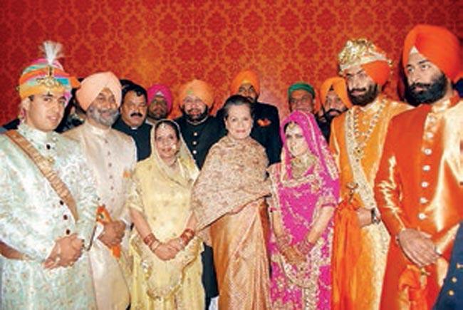 "NEW DELHI. 7 Mars 2015. Mariage APARAJITA KUMARI 26 ans fille de VIRBADHRA SINGH ""Raya Saab"" Ministre en chef d'HIMACHAL PRADESH avec ANGAD SINGH fils de JAY INDER  KAUR de PATIALA et de GURPAL SING Industriel"