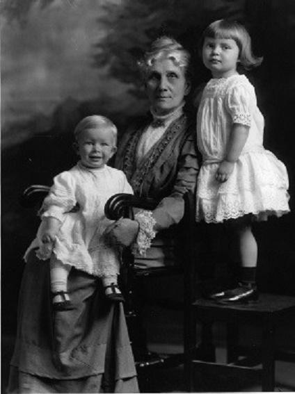 ANNA et ses 2 enfants AVIS et LOUIS LEONOWENS.