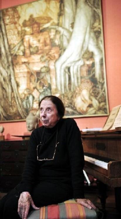 LE DOCTEUR LOREDANA HARSCOËT-MAIRE, PETITE-FILLE D'EMILE BERNARD et FILLE D'ANDRE MAIRE. C* PHOTO SALESSE Florian. AVEC NOS REMERCIEMENTS.