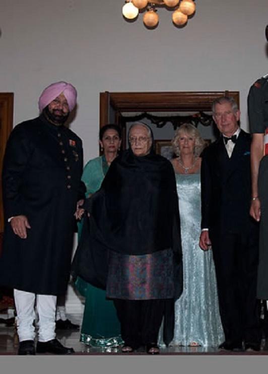 NEW MOTI BAGH . Oct. 2010. S.A.R RAJMATA MOHINDER KAUR et ses enfants reçoivent  le Prince  CHARLES d'Angleterre  et la Princesse  CAMILLA .