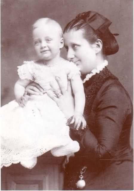 LA PRINCESSE MARIA-PIA DES DEUX-SICILES (1849 + 1883) et SON FILS LE PRINCE ELIE DE BOURBON PARME (1880 + 1959)