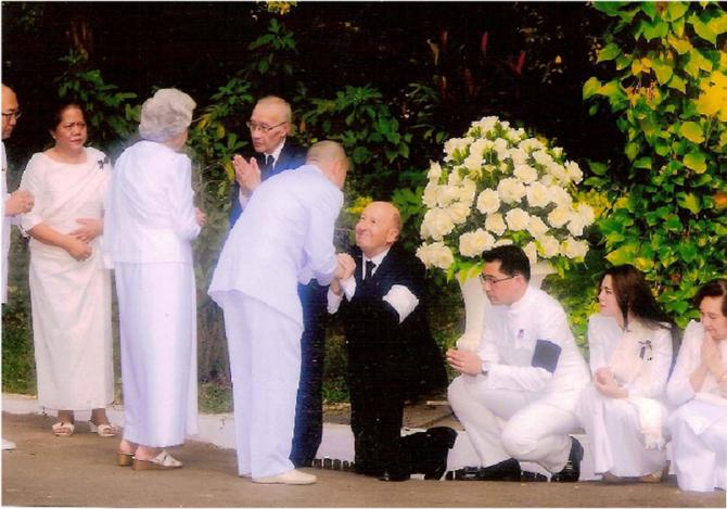 2 et 3 Fév. 2013. Jours de Condoléances . A g. debout S.A Mangkra SOUVANNA PHOUMA Prince du LAOS