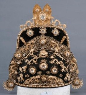 LA COURONNE 660g d'or + DIAMANTS