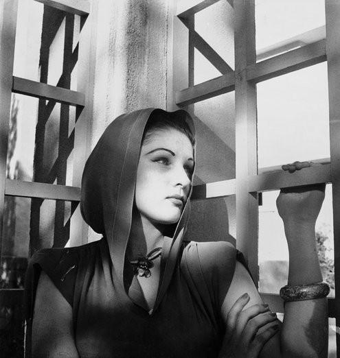 PRINCESSE FAWZIA D'EGYPTE née le 5 NOVEMBRE 1921 PALAIS RAS EL TIN  ALEXANDRIE, décédée le 2 JUILLET 2013 ALEXANDRIE, Inhumée au CAIRE MOSQUEE EL-RIFAÏ. REINE D'IRAN DE 1939 à 1948. REMARIEE AU COLONEL ISMAËL CHIRINE. JE L'ADORAIS, MON IDOLE D'ALEXANDRIE.