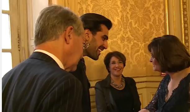 """Son Altesse le Prince Salman accueillant Cherie Blair qui n'a pas dit """"enchantée"""", le Sénateur Marini, la Première Vice-Présidente du Sénat, Madame Bariza Chiari qui a dit le nom du Prince sans s'essouffler à l'intention de Benjamin Pelletier"""