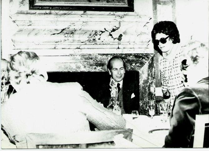 PHILIPPINE à PINTERVILLE; 0LIVIER GISCARD D'ESTAING, RENE HUYGHE de dos.  C* Pierre LHOSTE