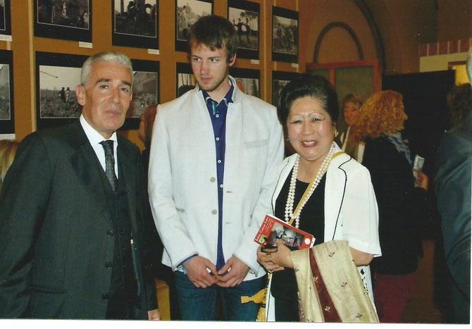 31 MAI 2013. FÊTE NATIONALE. g. à dte. S.E PAOLO DE NICOLO, BACCHUS MAURICE DE MAC-MAHON 4è DUC DE MAGENTA et MT
