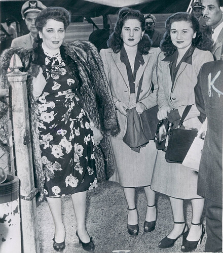 1946. ARRIVEE DE LA REINE ET DES PRINCESSE FAIKA et FATHIA AUX ETATS-UNIS.