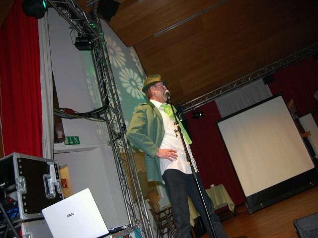 Karl-Josef bei der Moderation zum nächsten Auftritt