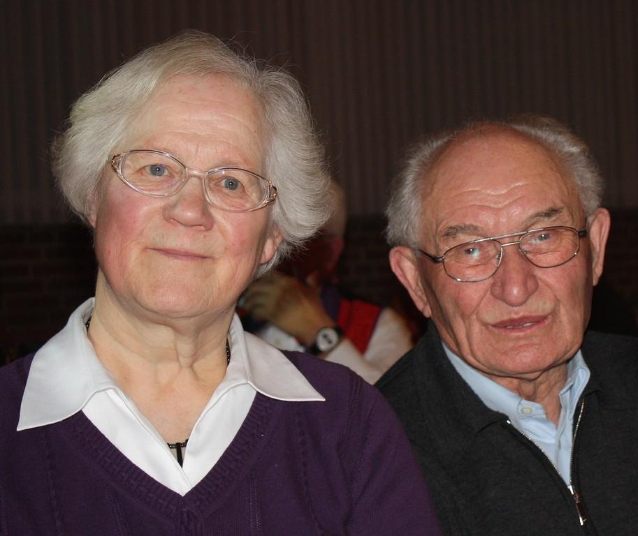 Auch Ehrenbrudermeister Georg Wilde und Gattin Kathie staunen