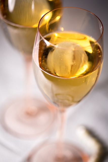 2018クリスマスはグラススパークリングまたはノンアルスパークワインを1杯づつどうぞ。乾杯してね!