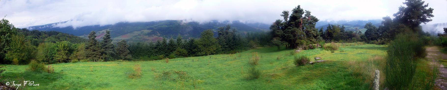 En allant vers Saugues - France - Sur le chemin de St Jacques de Compostelle (santiago de compostela) - Le Chemin du Puy ou Via Podiensis (variante par Rocamadour)