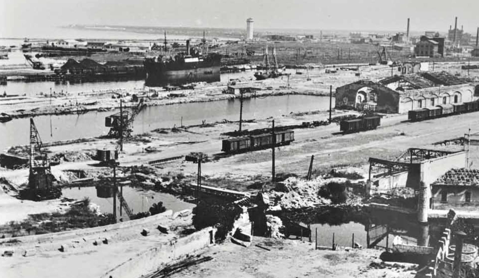 L'area della stazione dopo i bombardamenti