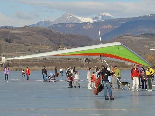 Drachenfliegerclub Pfalzen & Falkenclub am zugefrorenen Kalterer See