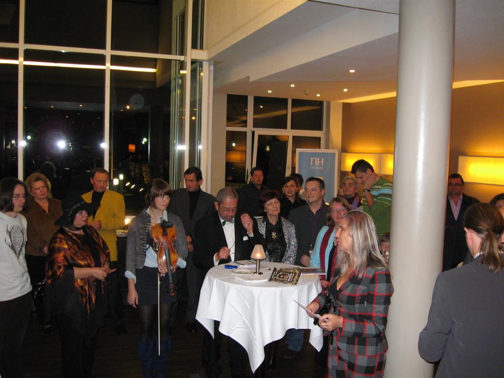"""Ausstellung in NH Hotel Raunheim zum Thema """"Starke Frauen"""""""