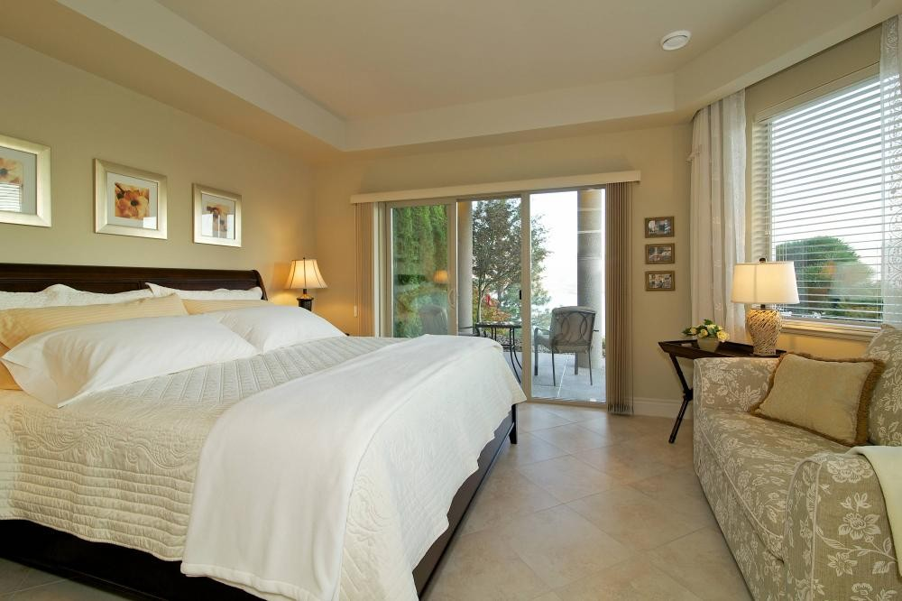 West Kelowna Boutique Bed and Breakfast, Lakeview Suite