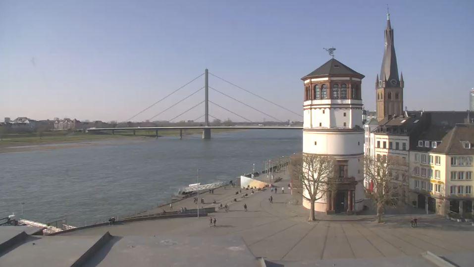 Screenshot: Blick auf den Burgplatz