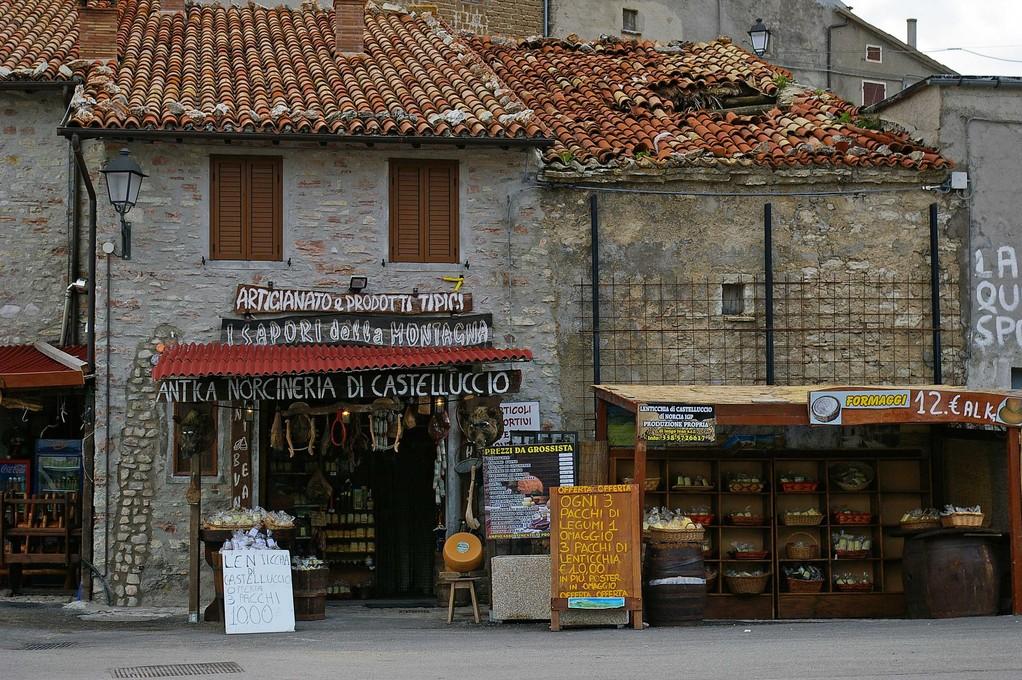 Einkaufen in Castellucio
