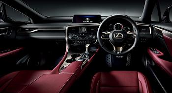 プレミアム感溢れる運転席周りも特徴的