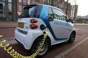 ますますハイブリッド化、電気化が進む。一方スポーツカーはガソリンのまま