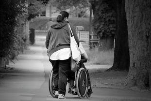 <車椅子でも安心の福祉車両>