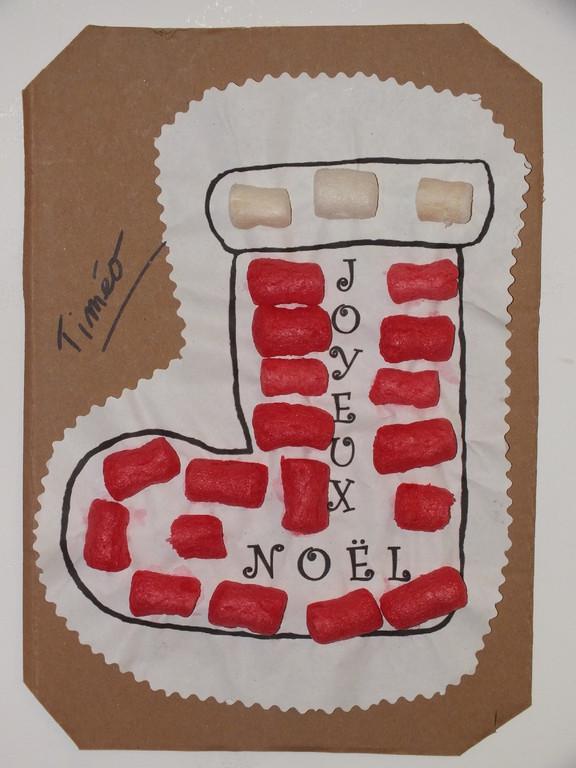 dessin de Noël par adulte, puis l'enfant place à l'intérieur en suivant les consignes des Playmaïs