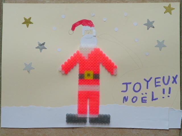 paysage de Noël en collage papier, gommette et père Noël en perles à repasser