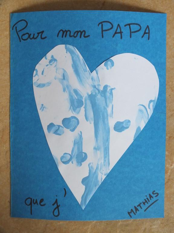 Pour la fête des pères : empreinte de doigts en peinture sur coeur