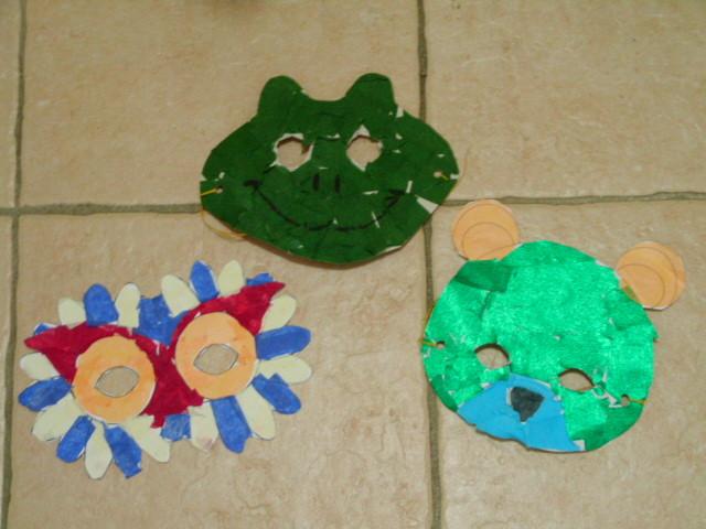 masque pour Mardi gras en carton fin, recouvert de collage de papier crépon ou papier de soie