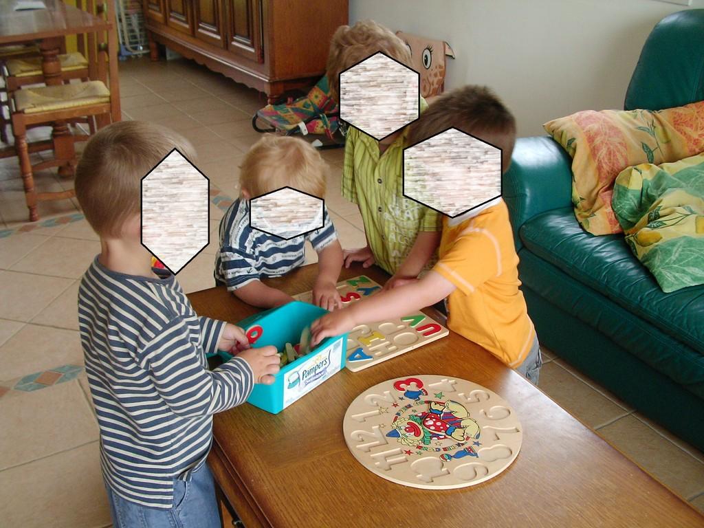 puzzle en bois : chiffres et lettres