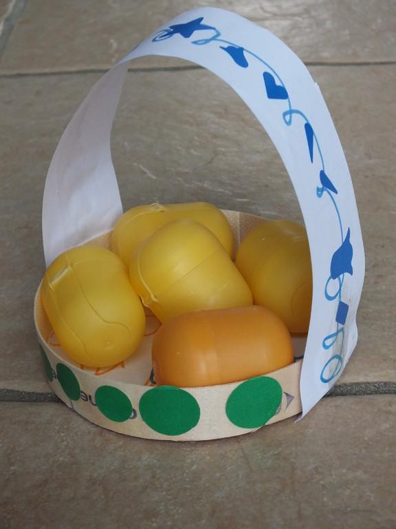 panier d'oeufs de Pâques réalisé par enfant de 5 ans seul