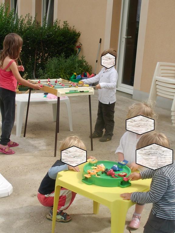 jeux en groupe sur la terrasse