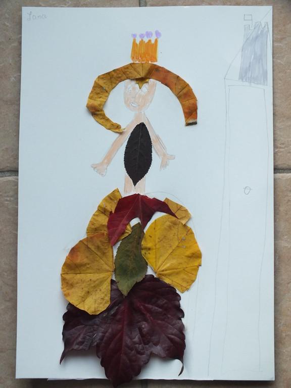 collage de feuilles sèches poue habiller une silhouette de femme avec une belle robe