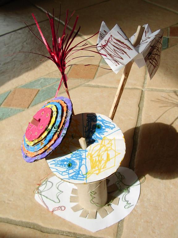 Pour la Fête des Mères : fleur en collages de cercle du +grand au + petit, tous colorés de différentes manières