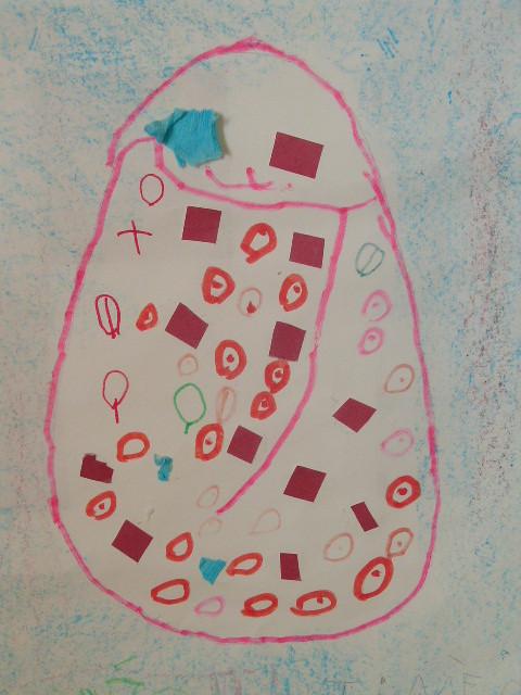 craie grasse en fond, puis dessin d'oeuf de Pâques à remplir par l'enfant