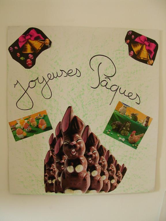 fond en craie grasse, collage images de Pâques de magazines