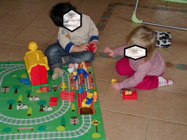 jouer avec un village miniature